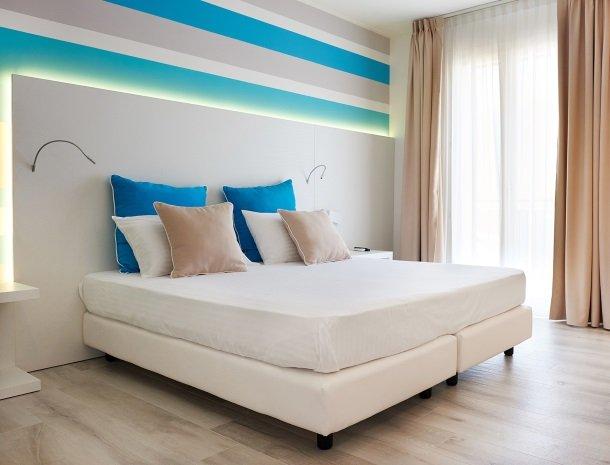 hotel-marina-di-petrolo-castellammare-del-golfo-slaapkamer.jpg