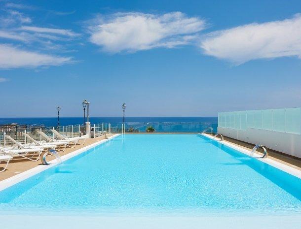 hotel-marina-di-petrolo-castellammare-del-golfo-zwembad-zee.jpg