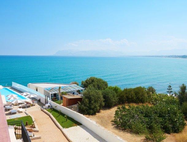 hotel-marina-di-petrolo-castellammare-del-golfo-zwembad-zee-uitzicht.jpg
