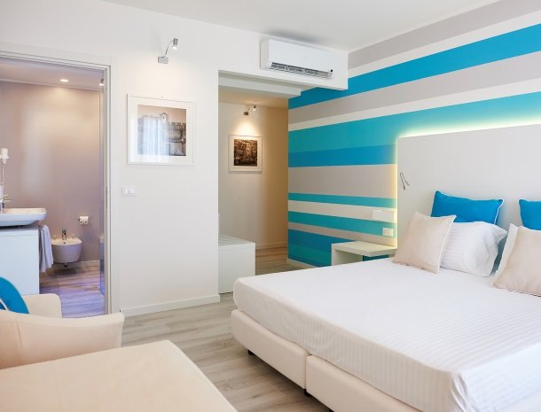 hotel-marina-di-petrolo-castellammare-del-golfo-slaap-en-badkamer.jpg