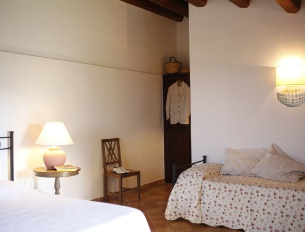 agriturismo-pozzo-di-mazza-siracusa-slaapkamer-extra-bed.jpg