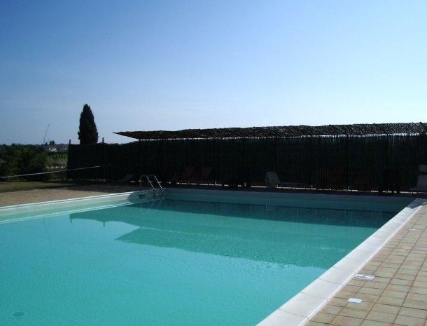 agriturismo-pozzo-di-mazza-siracusa-zwembad.jpg