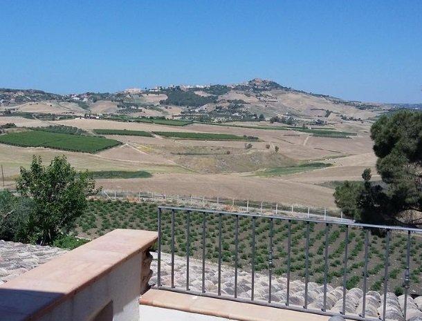 agriturismo-raffo-naro-sicilie-uitzicht-omgeving.jpg