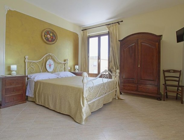 bed-and-breakfast-il-casale-di-federico-agrigento-slaapkamer-ruim.jpg