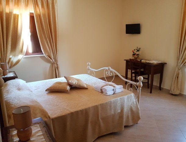 bed-and-breakfast-il-casale-di-federico-agrigento-bed-raam.jpg