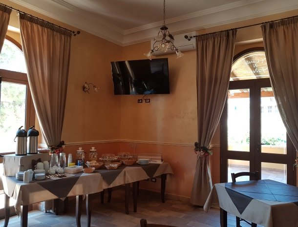 bed-and-breakfast-il-casale-di-federico-agrigento-ontbijtbuffet.jpg