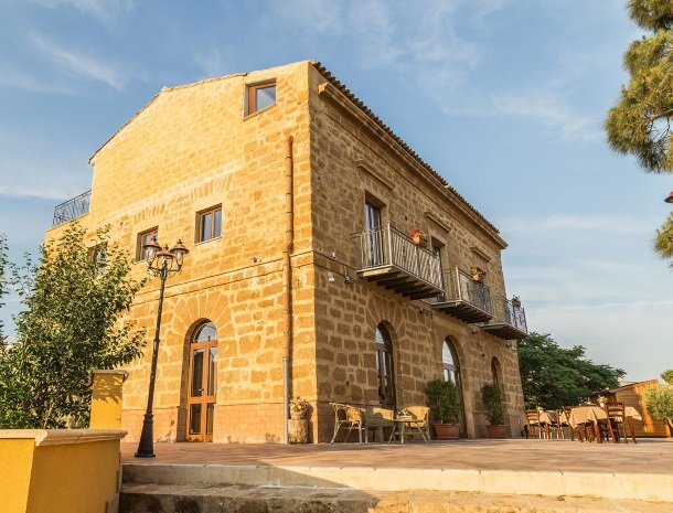 bed-and-breakfast-il-casale-di-federico-agrigento-huis-terras.jpg