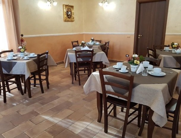 bed-and-breakfast-il-casale-di-federico-agrigento-ontbijttafel.jpg