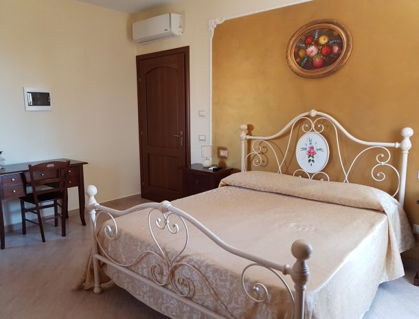 bed-and-breakfast-il-casale-di-federico-agrigento-bed.jpg