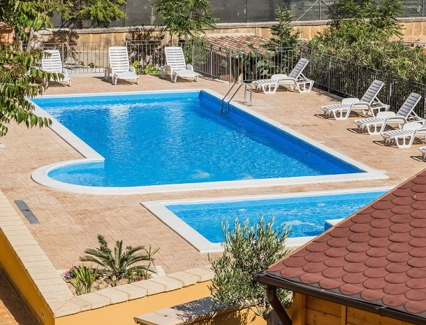 bed-and-breakfast-il-casale-di-federico-agrigento-zwembad-kinderbad.jpg
