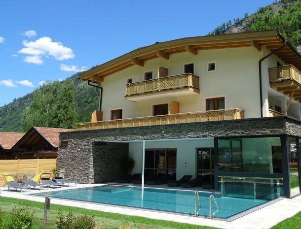 hotel-romerhof-fuschandergrossglockner-buitenzwembad.jpg