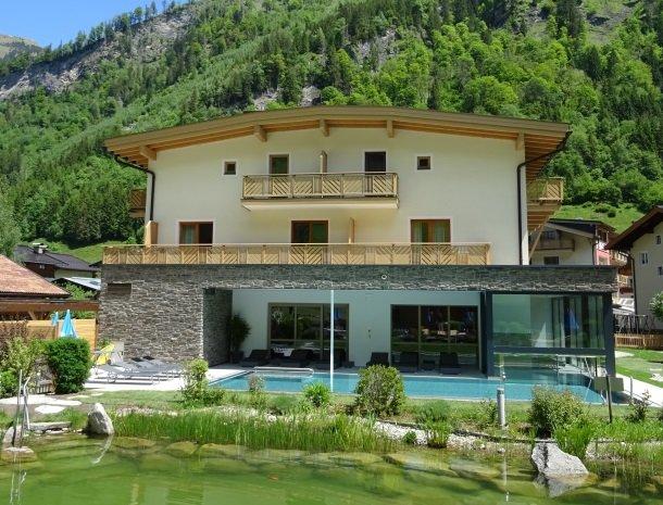 hotel-romerhof-fuschandergrossglockner-buitenzwembad-zwemmeer.jpg