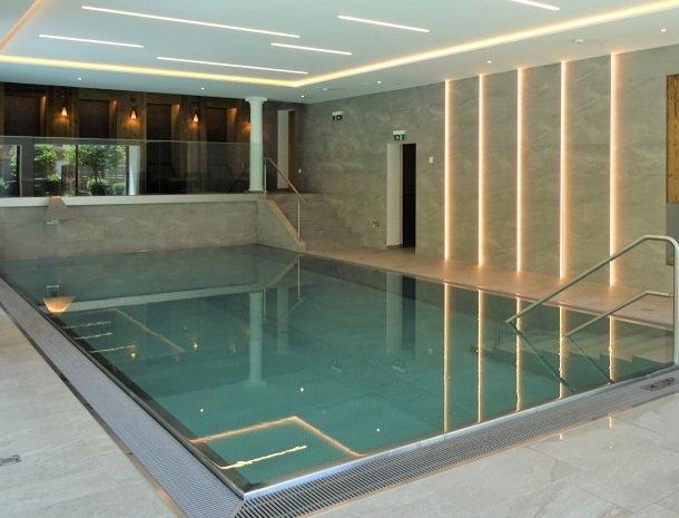 hotel-romerhof-binnenzwembad.jpg