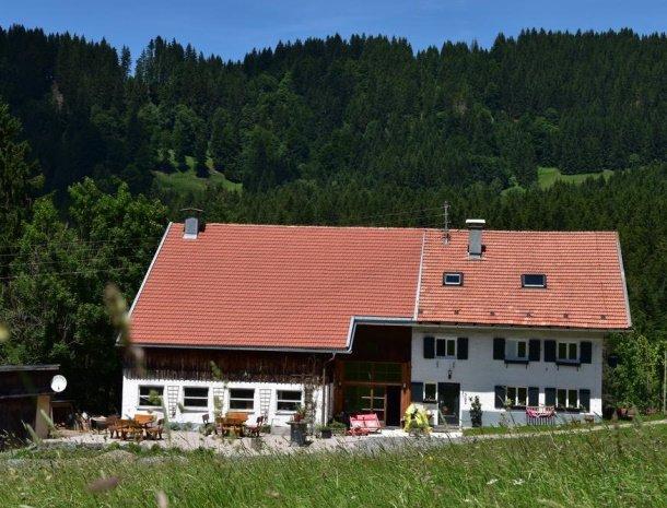 am-hof-jungholz-oostenrijk-boerderij-zomer.jpg