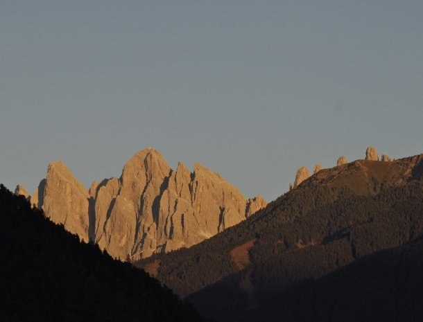 zonsondergang-odle-bergtoppen-valdifunes.jpg