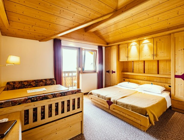 gasthof-stern-tiso-valdifunes-slaapkamer.jpg
