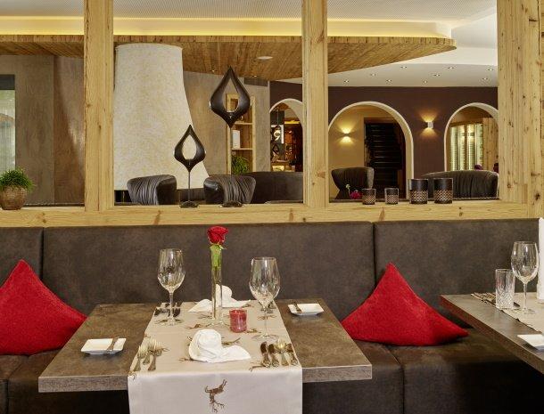 hotel-gundolf-pitztal-tirol-restaurant-tafel.jpg