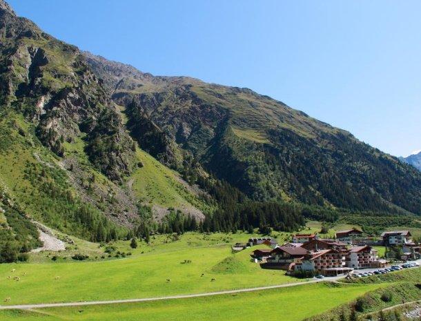 hotel-gundolf-pitztal-tirol-zomer-ligging.jpg