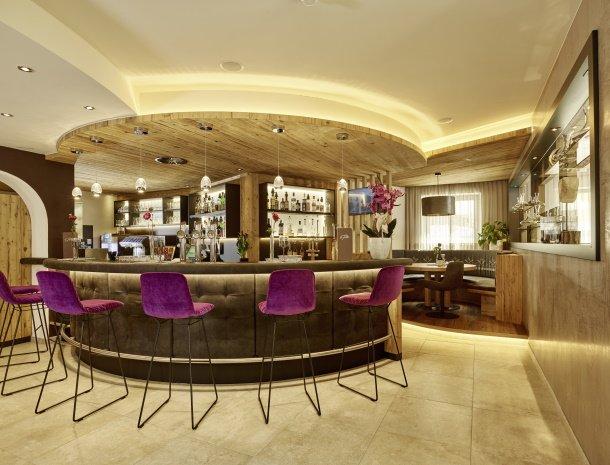 hotel-gundolf-pitztal-tirol-bar.jpg