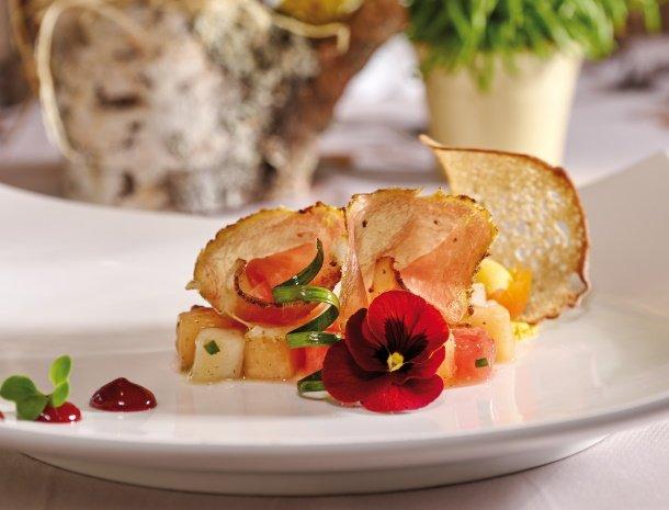 hotel-gundolf-pitztal-tirol-restaurant-voorgerecht.jpg