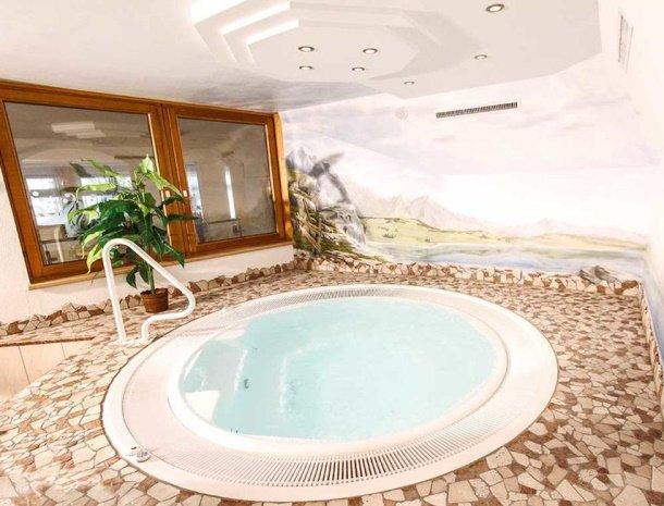 hotel-gundolf-pitztal-tirol-whirlpool.jpg