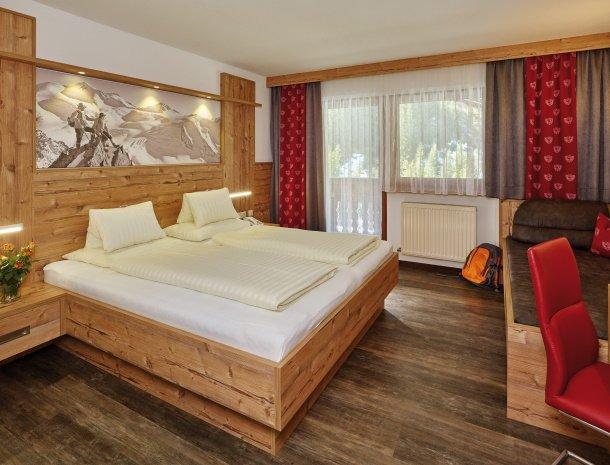 hotel-gundolf-pitztal-tirol-slaapkamer.jpg