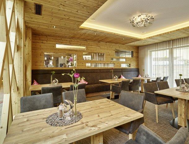 hotel-gundolf-pitztal-tirol-restaurant-stube.jpg
