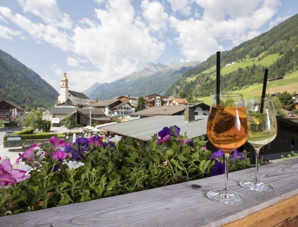 hotel-augarten-neustift im stubaital-tirol-uitzicht-dorp.jpg