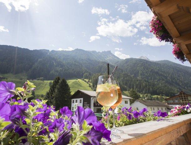 hotel-augarten-neustift im stubaital-tirol-balkon-uitzicht.jpg