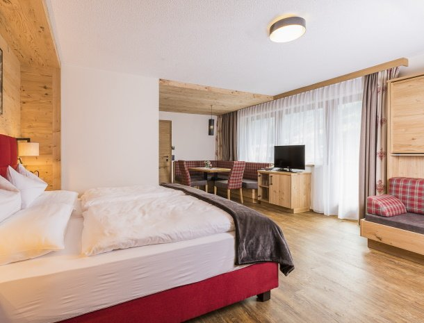 hotel-augarten-neustift im stubaital-tirol-almrose.jpg