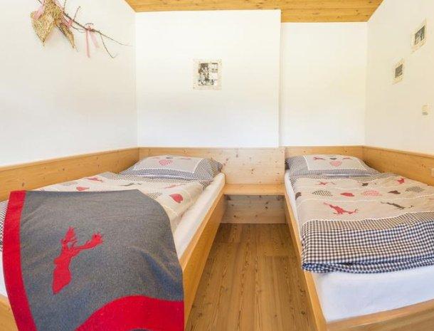 frohnatur-garni-hotel-thiersee-slaapkamer-kinderkamer.jpg