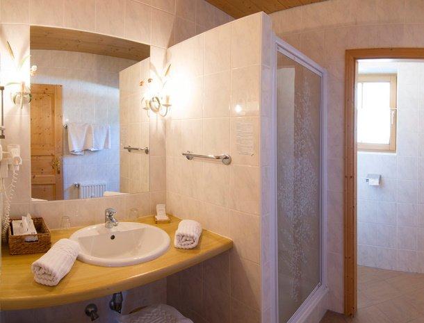frohnatur-garni-hotel-thiersee-badkamer.jpg