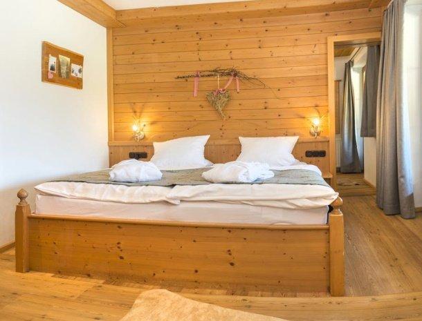 frohnatur-garni-hotel-thiersee-slaapkamer.jpg
