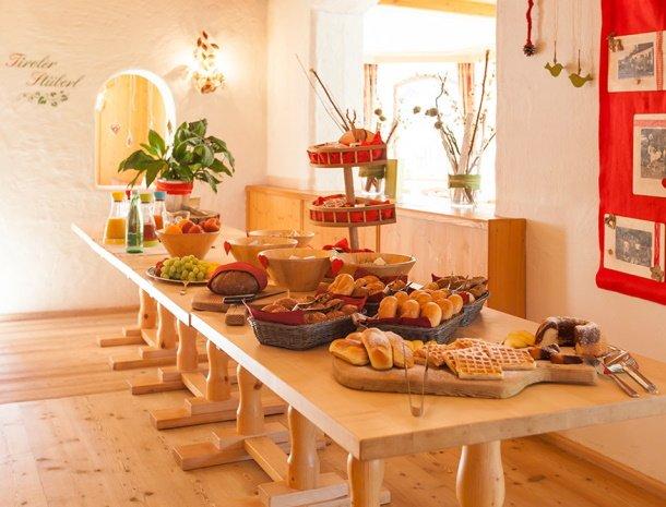 frohnatur-garni-hotel-thiersee-ontbijt.jpg