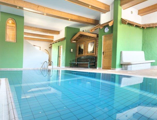 frohnatur-garni-hotel-thiersee-zwembad.jpg