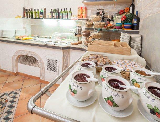 hotel-stefan-wenns-kinderhotel-ontbijtbuffet.jpg