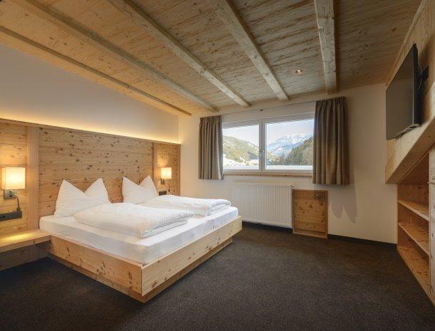 garni-august-ortisei-trentino-slaapkamer-suite.jpg
