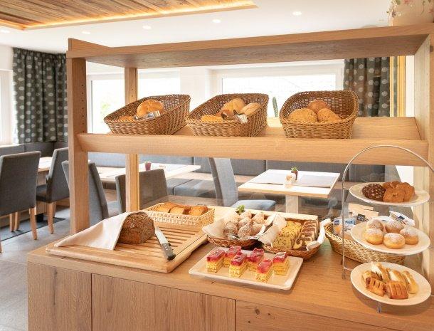 garni-august-ortisei-trentino-ontbijt-brood.jpg