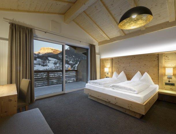 garni-august-ortisei-trentino-suite-uitzicht.jpg
