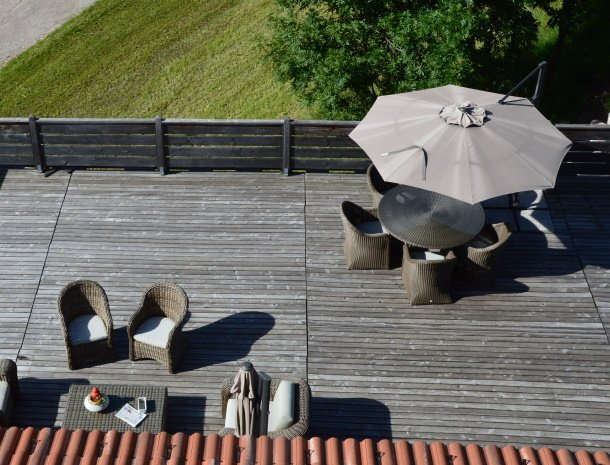 hotel-carpe-diem-vigo-di-fassa-terras-stoelen.jpg