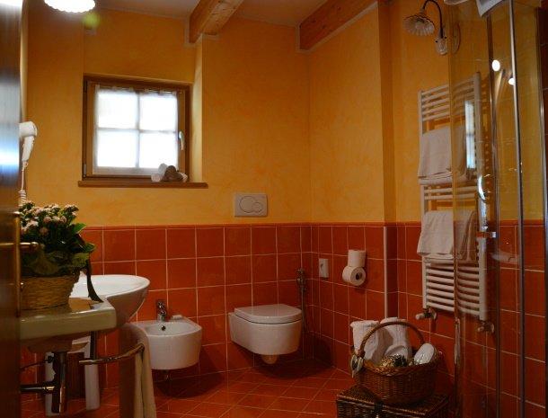 hotel-carpe-diem-vigo-di-fassa-badkamer.jpg