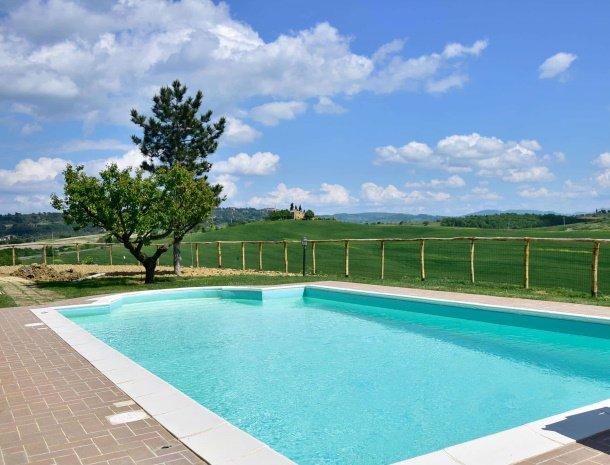 agriturismo-bonello-pienza-toscane-zwembad.jpg