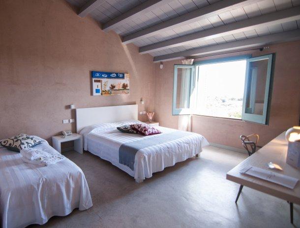 relais-casina-miregia-slaapkamer-raam-uitzicht.jpg