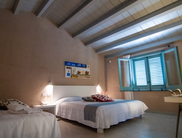 relais-casina-miregia-slaapkamer-raam-standaard.jpg