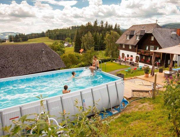 ponyhof-ratten-zwembad.jpg