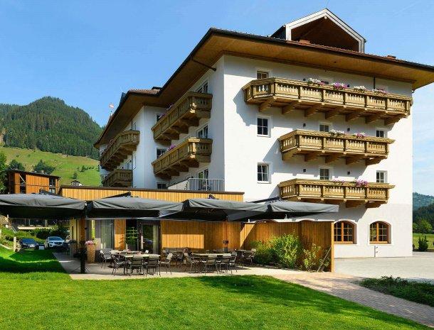 hotel-bergzeit-grossarl-aanzicht.jpg