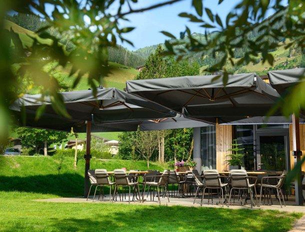 hotel-bergzeit-grossarl-terras-zomer.jpg