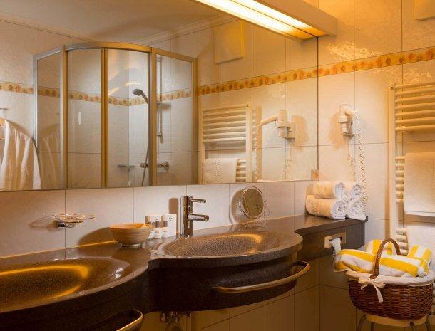 hotel-bergzeit-grossarl-badkamer.jpg