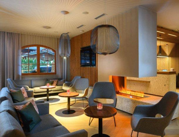 hotel-bergzeit-grossarl-lounge-openhaard.jpg