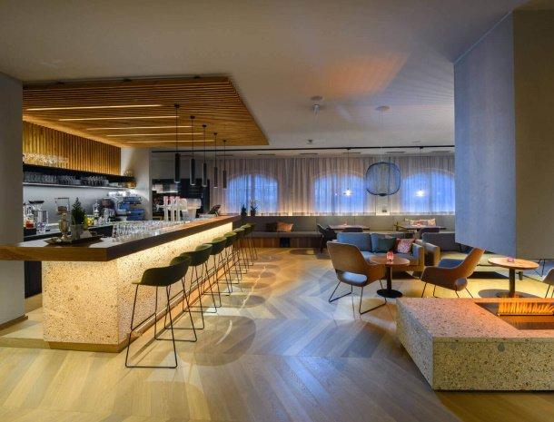 hotel-bergzeit-grossarl-bar-openhaard.jpg